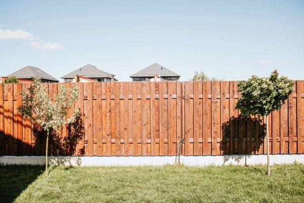 Ogrodzenie do domu – na jakie się zdecydować?